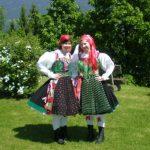 Marion-und-Ihr-Schwester-in-der-Gailtaler-Tracht2-600x451